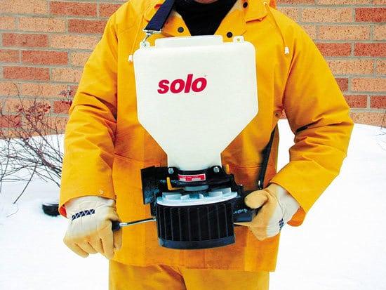 Best Fertilizer Spreader Solo 421 20 Pound Capacity Portable Chest mount Spreader