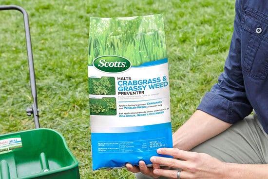 Best Weed Killer That Doesnt Kill Grass Scotts Halts Crabgrass Grassy Weed Preventer